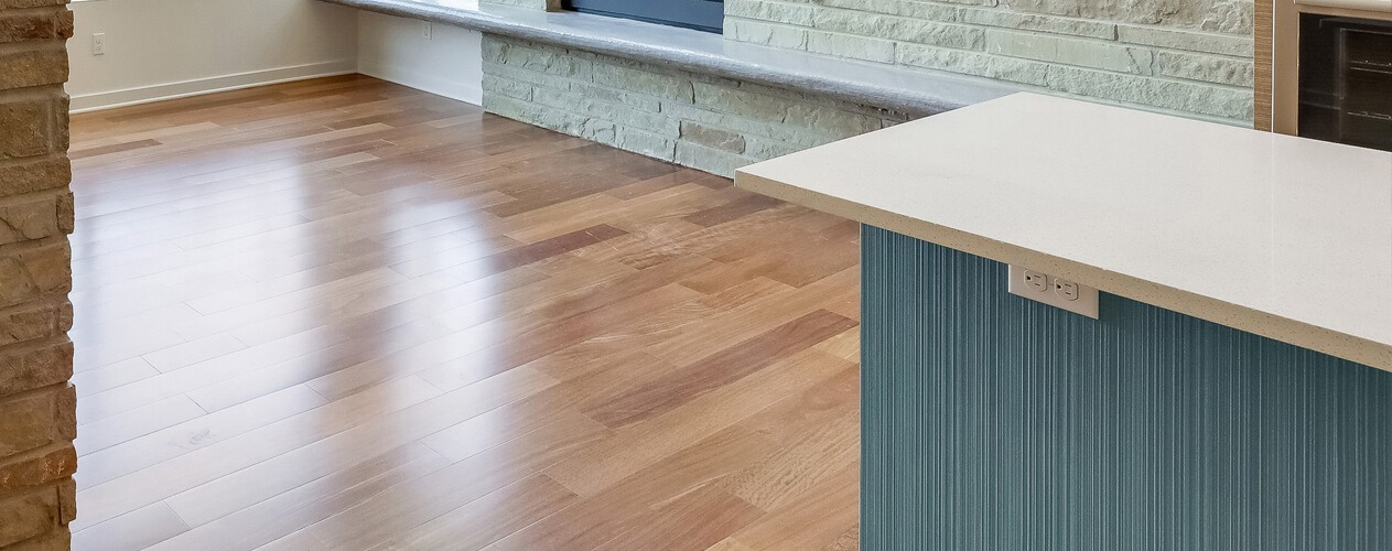 Island counter faced with combed plywood